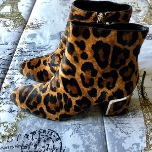 🆕🌟DKNY ANIMAL PRINT ANKLE BOOTIES🌟🆕
